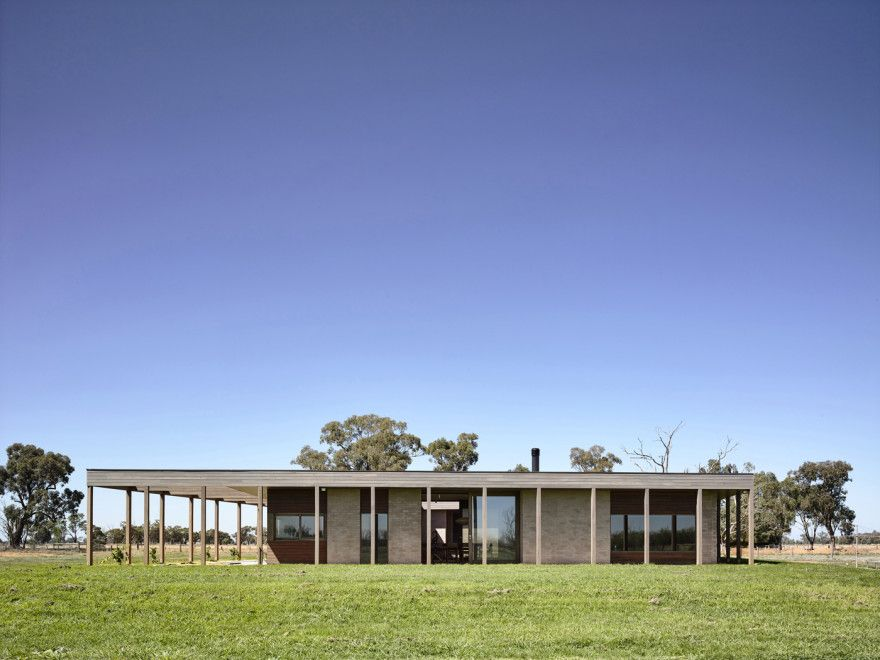 Superb Special House Concept With Natural View : Green Lawn Sugar Gum House  Exterior Design Idea At