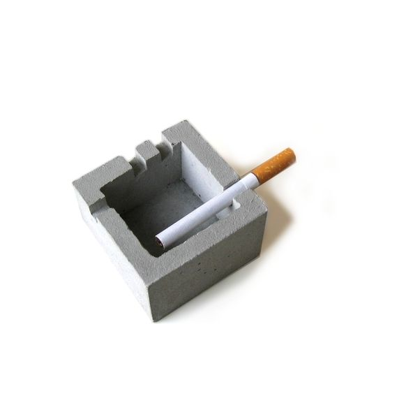 Ashtray Chunk On The Desk Concrete Diy Concrete Crafts