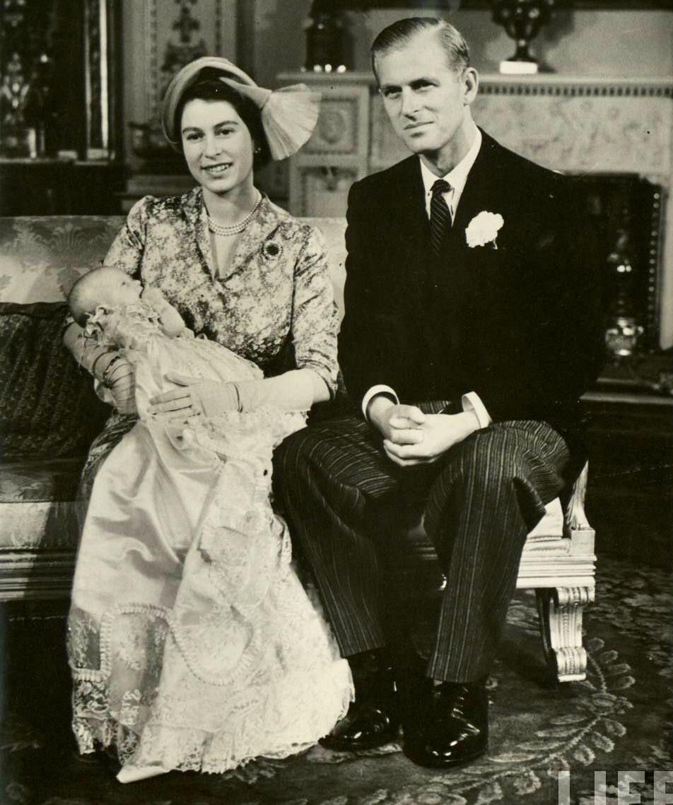 1950. Princess Elizabeth with Princess Anne at her