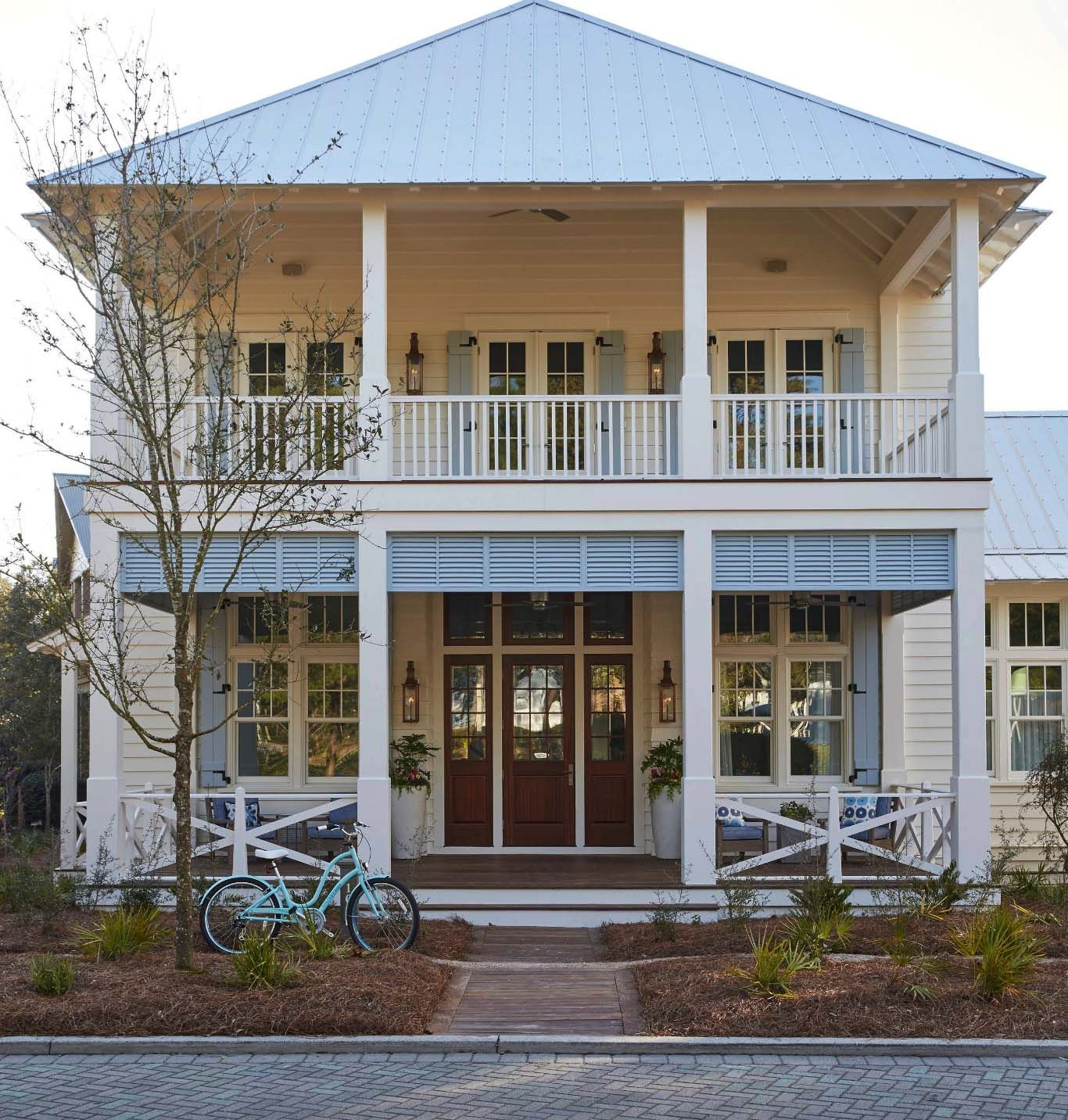 Fresh And Inviting Beach House Getaway In The Seaside Town Of Watercolor Beach House Getaway Beach House Decor Beach Cottage Exterior