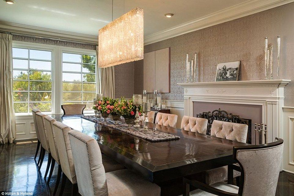 Let's eat! The singer's spacious dining room was equipped with a fireplace and a spacious ...