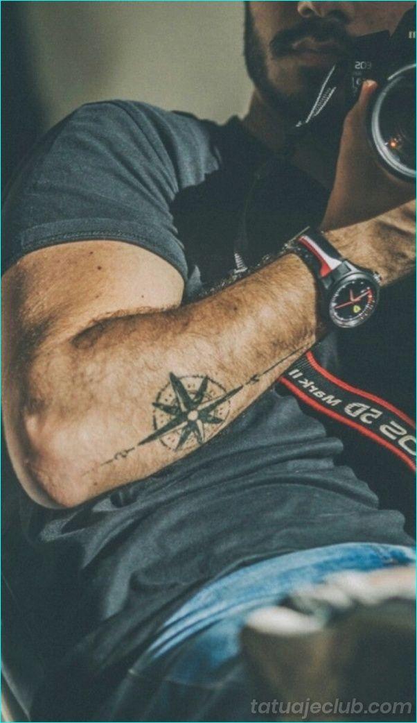 40 Disenos De Tatuajes Pequenos Para Hombres Con Significados Profundos Hombres Peque Pr Tatuajes Para Hombres Tatuaje Pequeno Para Hombre Tatuajes De Moda