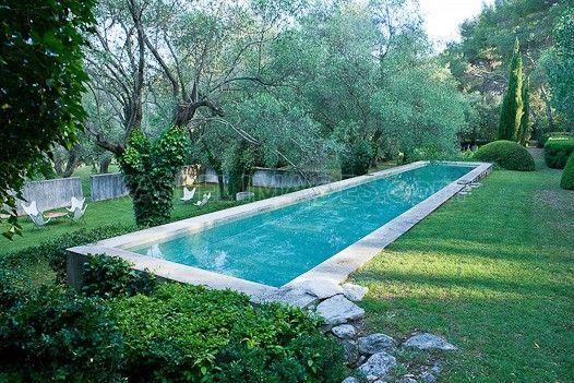 Jacqueline morabito 39 s pool and garden in france reminds for Pool design france