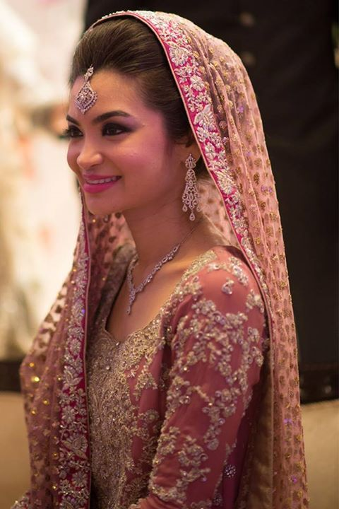 What A Beautiful Large Low Bun With Braid Topping Care However Should Be Taken Before Adopting Such Hairs Pakistani Bridal Wear Bridal Outfits Pakistani Bride