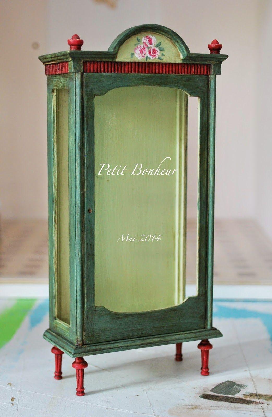 Petit Bonheur Le Monde En Miniature Vitrine Verte Pour Salon  # Salon Meuble En Vert
