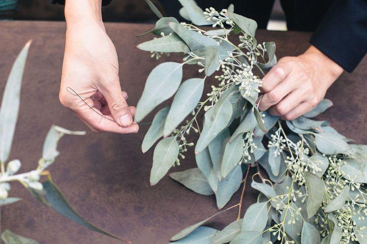 Diy Create A Fresh Eucalyptus Centerpiece Eucalyptus Centerpiece Eucalyptus Garland Garland Wedding