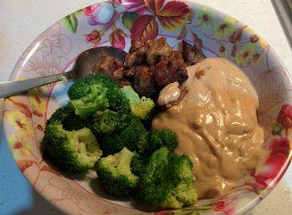 Fläskkarré, broccoli och hemmagjord jordnötssås med sting