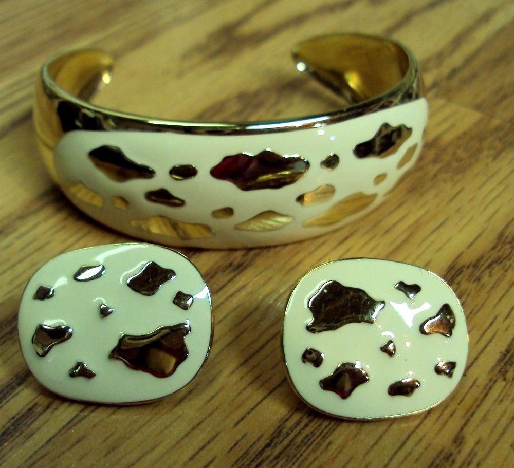 Avon Earrings And Bracelet With Images Dog Bowls Bowl
