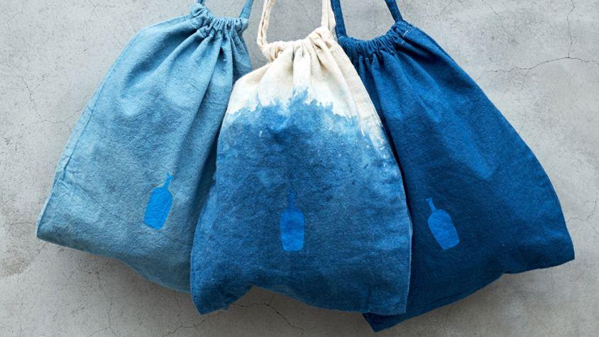 藍染のバッグ をブルーボトルコーヒーが販売 ホリデーギフト バッグ ボトル