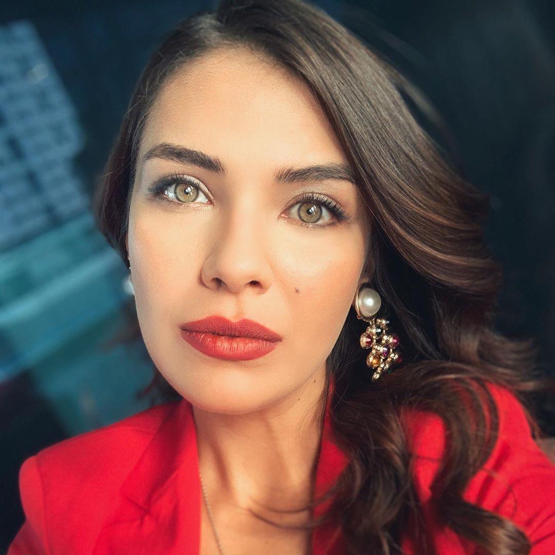 Biran Damla Yilmaz On Instagram Burdan Bi Ucleme Cikmaz Miii In 2020 Turkish Women Beautiful Turkish Actors Instagram