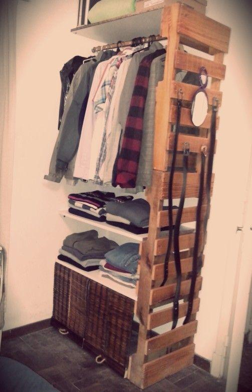 Vestidor con palets terminado organizador de ropa con - Organizadores de ropa ...