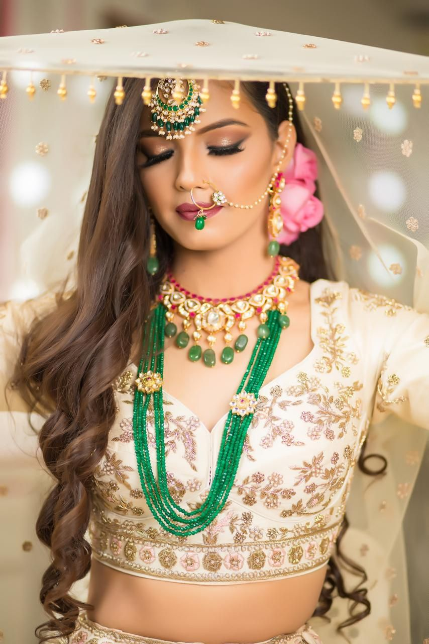 Meenakshi Dutt Makeovers Bridal Makeup How To Get It Right We Believe That No Two Brides Ar Indian Bridal Hairstyles Bridal Makeup Looks Wedding Day Makeup