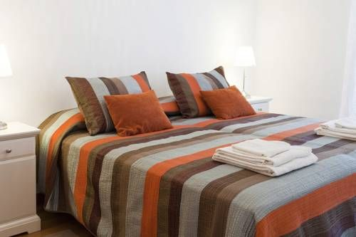 Central Barcelona Design Barcelona Set in Barcelona, this air-conditioned holiday home features 2 balconies. Central Barcelona Design boasts views of the city and is 600 metres from Montju?c. Free WiFi is featured throughout the property.