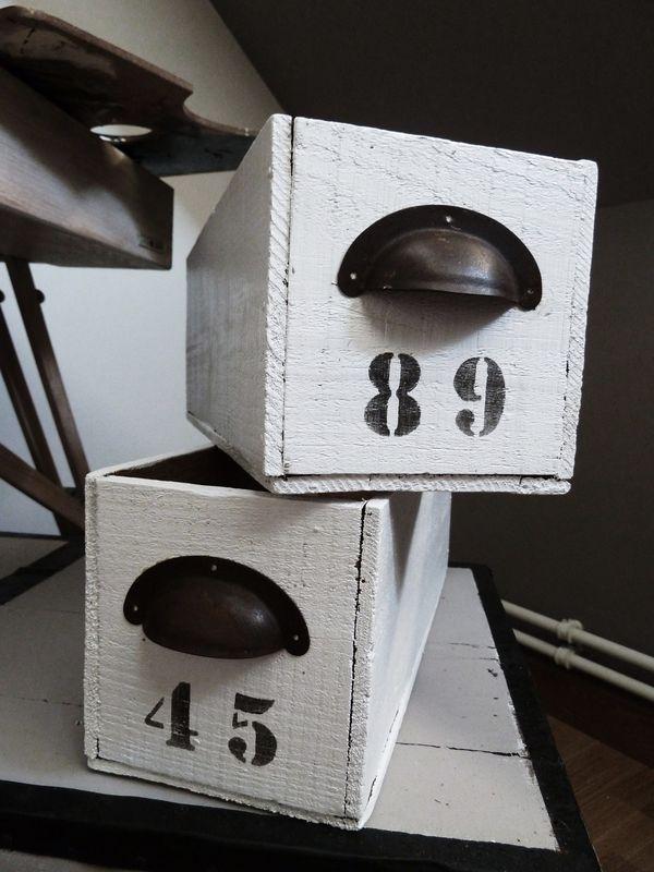 Tiroirs D Atelier Repeints Poignee Metal Rouille Art