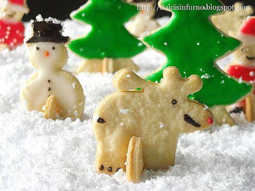 dulcisinfurno.blogspot.com/2009/12/biscotti-alla-panna-st... La luna è più luminosa che mai mentre leggeri fiocchi di cocco cadono sul bosco incantato. Perché a Natale tutto è possibile... Recipe Soon   #christmasbiscuits #holidayrecipes #biscuits #biscuitrecipes