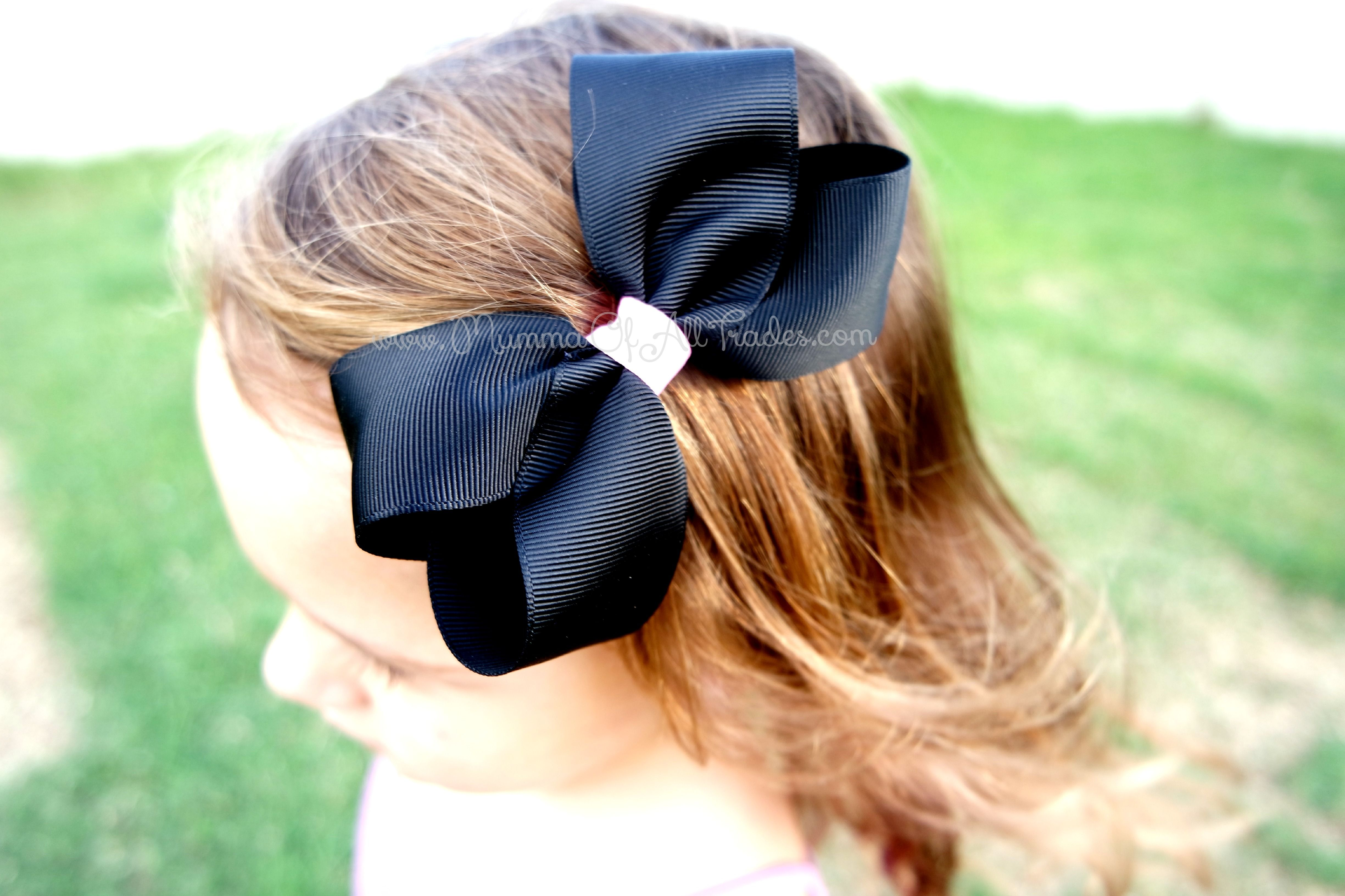 Step by Step & Video Instructions The Boutique bow is a very popular bow to make and its easy to see why they are so very pretty.. There are a few different ways to make Boutique Bows and they...