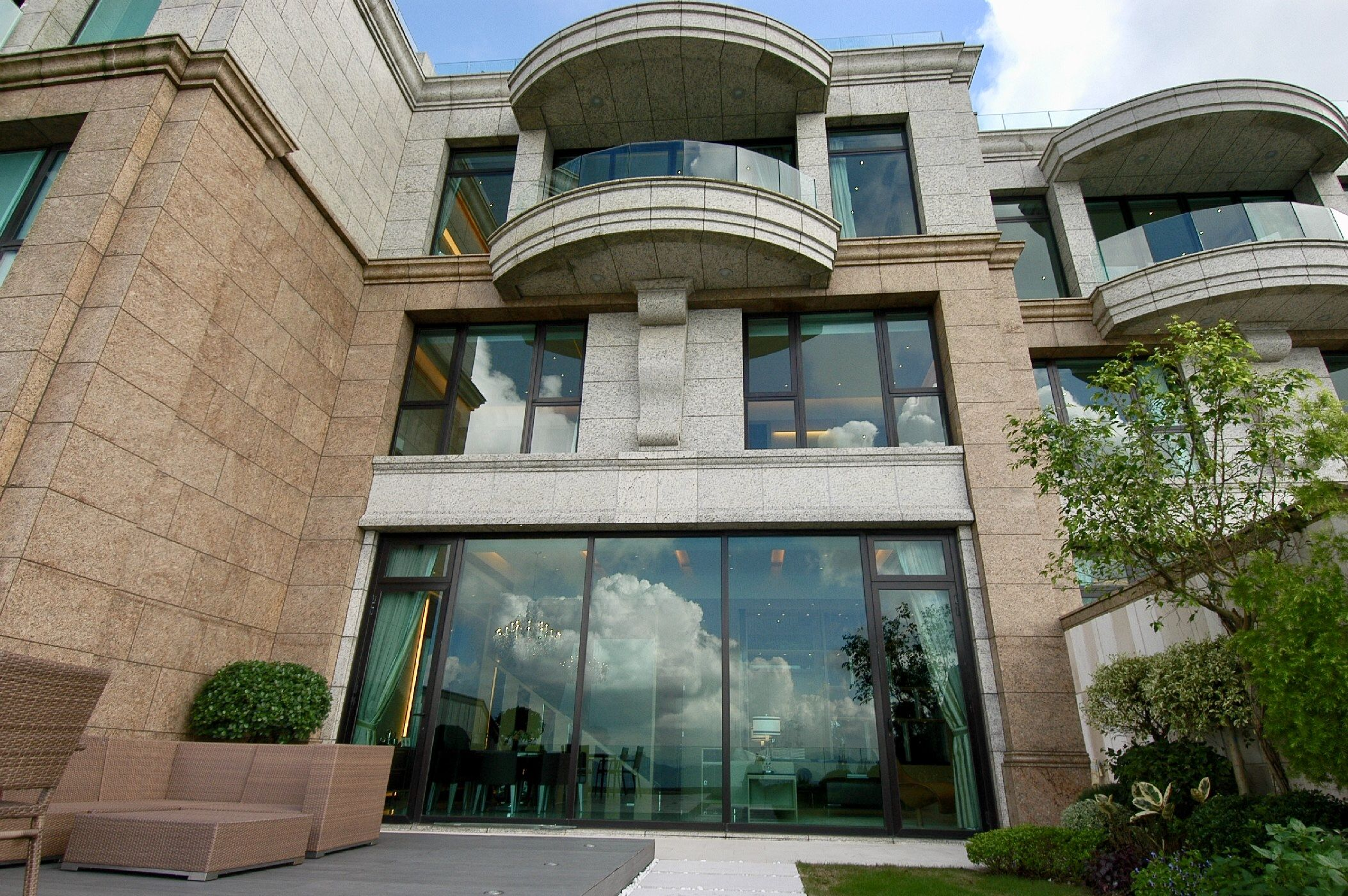 Severn 8 Luxury Development Atop Victoria Peak Hong Kong Severn Luxury Townhouse Exterior Design