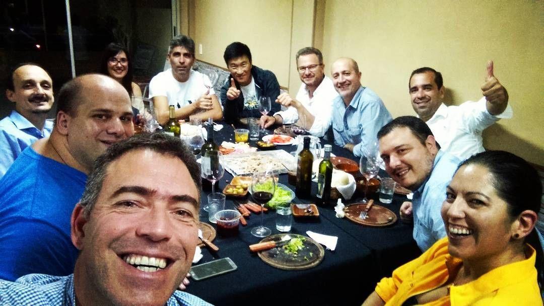 La mesa del día  #amigos #elvinodelmes #veladaetilica #winelovers