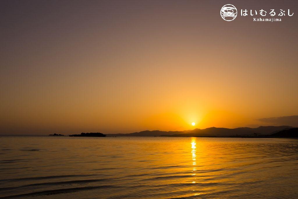 昨日は西表島に沈む美しい夕陽を見ることが出来ました。  本日も綺麗な夕陽が見れるといいのですが…  日の入り時間は17時50分頃です。