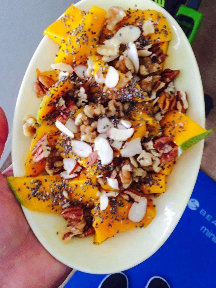 Quick snack , mango slices, chia seeds, almonds and a few walnuts 😜  21df : 1 purple, 1 1/2 orange