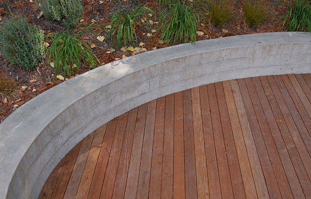 Poured concrete curved retaining walls ideas small for Curved garden wall ideas