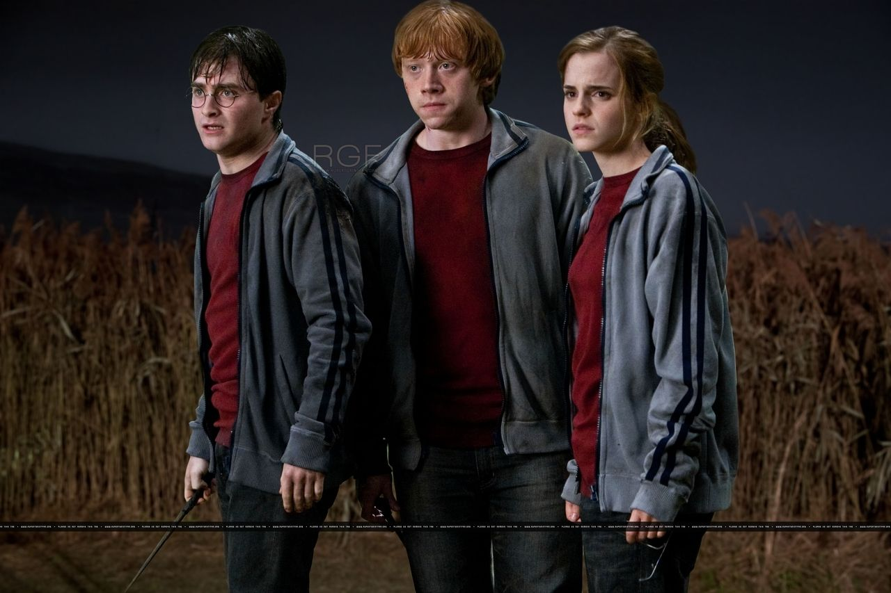 Harry Potter And The Deathly Hallows Part 1 Photo Official Unseen Photos Deathly Hallows Part 1 Harry James Potter Harry Potter
