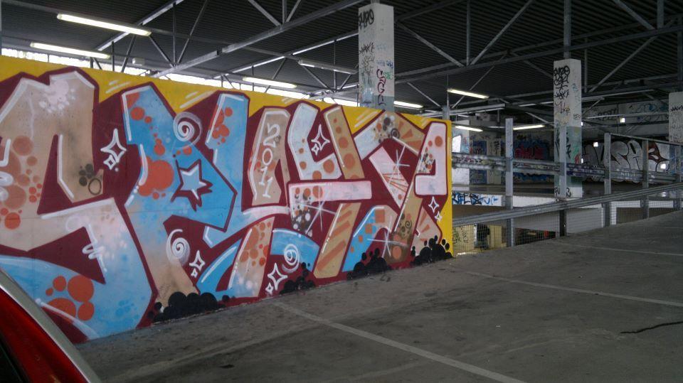 A rampart in a parking garage   Parking garage, Graffiti ...