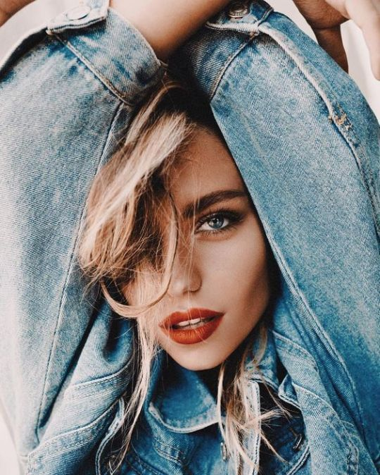Photo of Posing inspiration tips. Cool portrait with red lipstick and denim jacket, …