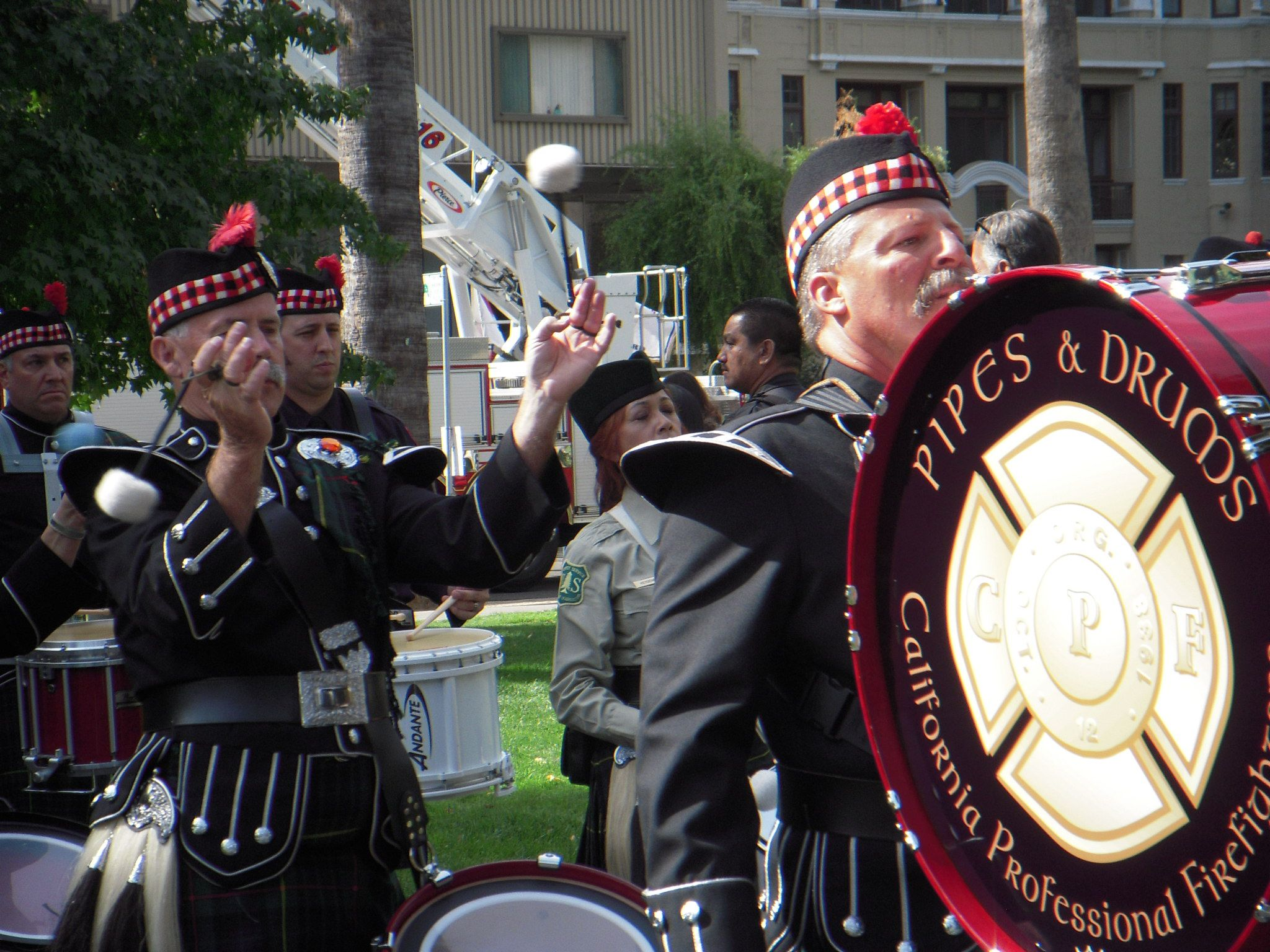 Firefighters Marching At Capitol >> Pipes Drums The Fallen Firefighter Memorial In Our State