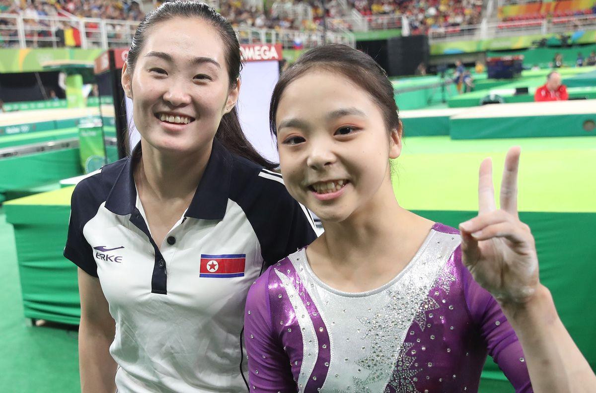 한국의 이은주와 북한의 홍은정은 리우 올림픽의 상징이 되었다(사진 3장)