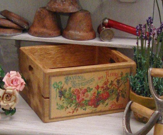 Dollshouse 12th scale gardeners crate