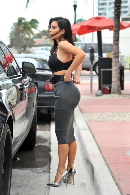 fcc11b856e3 OMFG...Celebrities  Kim Kardashian Cleavage Pictures--»Transparent ...