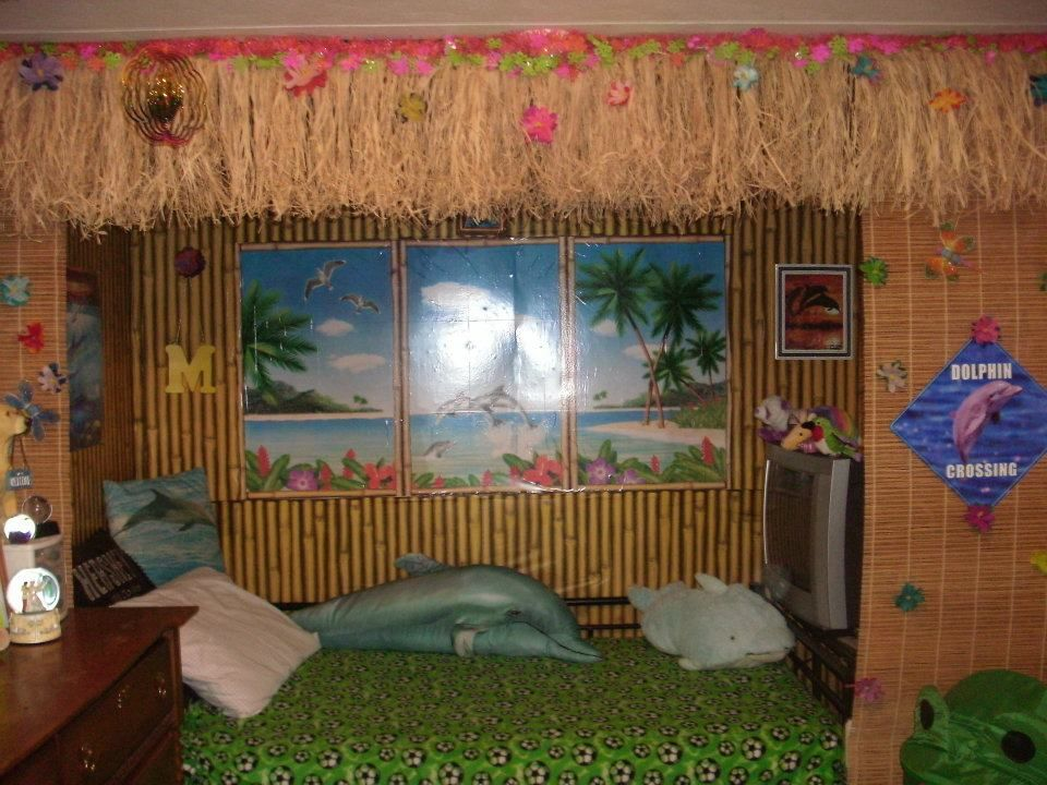 Retro hawaii 50 s surf shop tiki hawaiian prints hula for Hawaiian themed bedroom designs