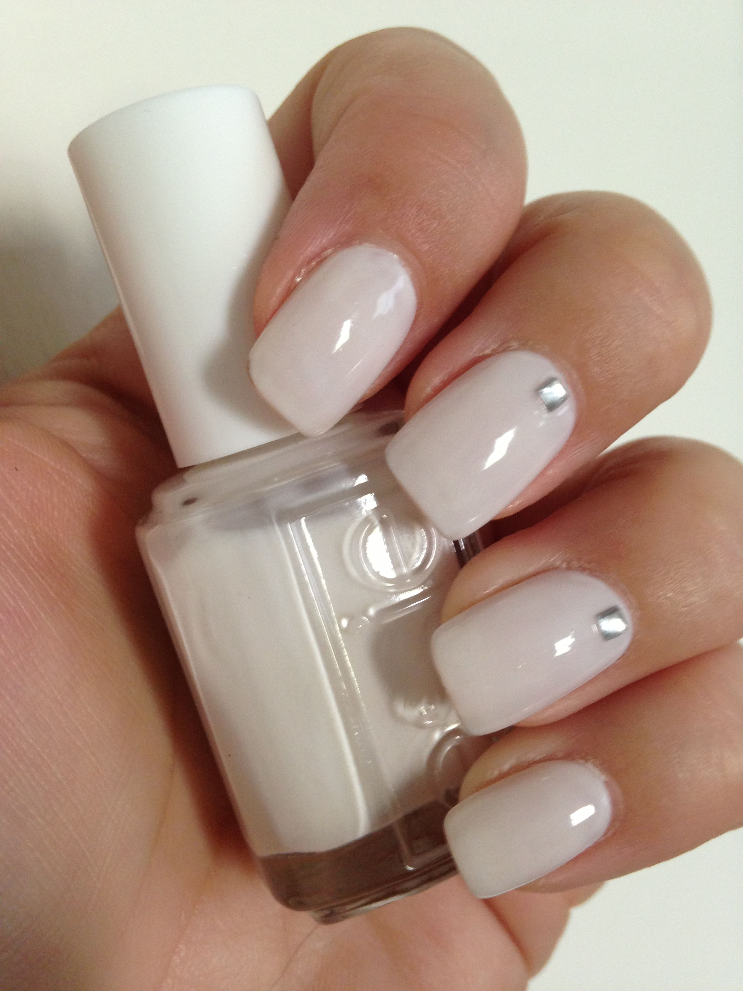 Perfect White Nail Polish Essie Marshmallow Soft Elegant With The Slightest Touch Of Pink Also Added A Little Sparkle Embellishment For A L Gelnagels Nagels