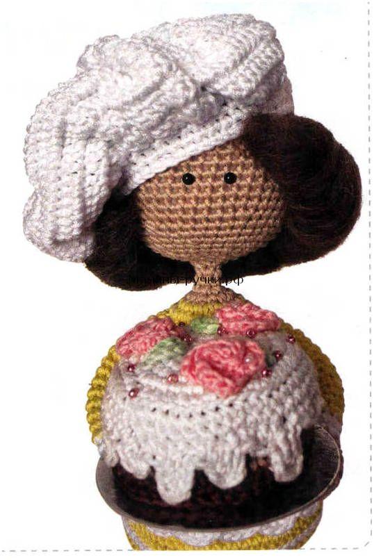 Вязаная крючком кукла-повар с тортом