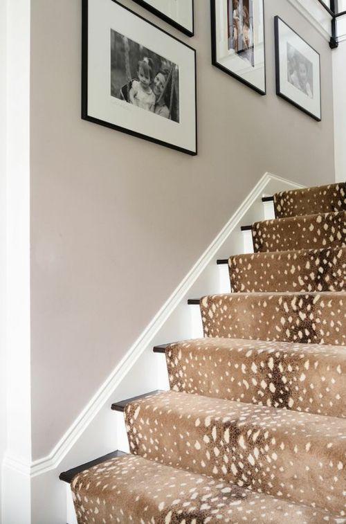 modernes Treppendesign Treppenteppich Leopardenmuster - beige - deko einrichtung ideen beige