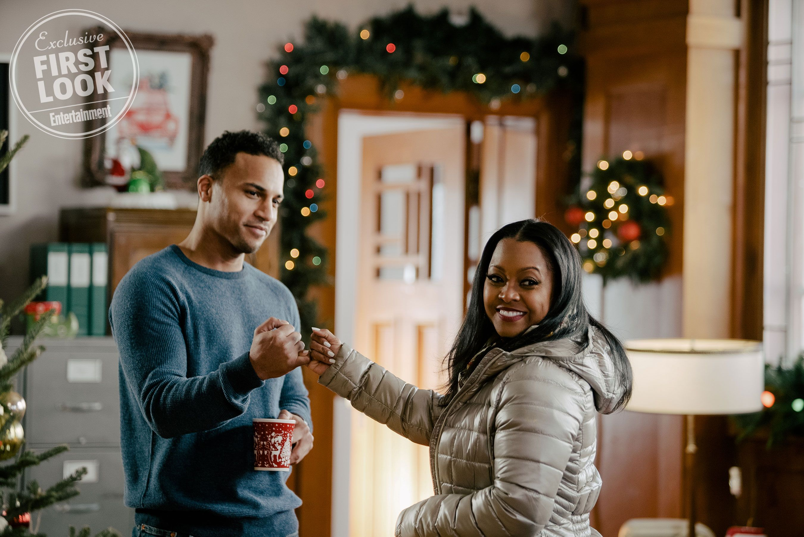 Get A First Look At Six New Lifetime Christmas Movies For 2019 Holiday Movie Lifetime Movies Movie Premiere