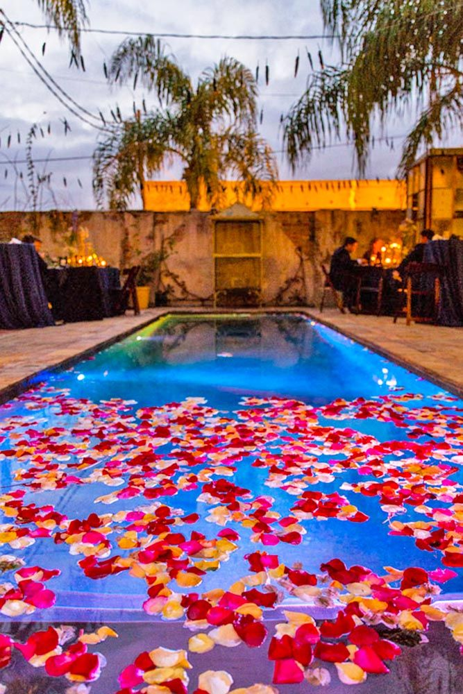 21 pool decor ideas for your backyard wedding pool decor for Garden pool party 2015