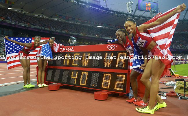 The 4x100m Relay Team Of Tianna Madison Carmelita Jeter Bianca Knight Longhorn And Allyson Felix Set A Worl With Images London Olympic Games Allyson Felix Sports Images