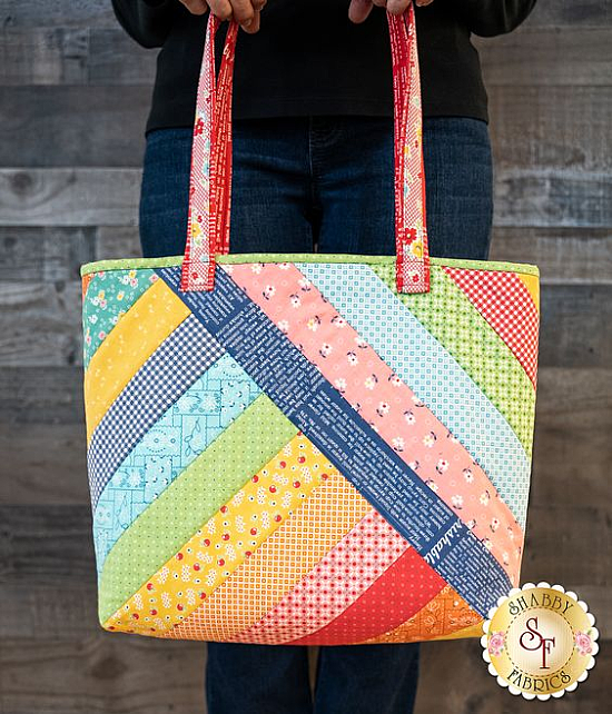 This QAYG Tote is Super Easy with Pre-printed Batting – Quilting Digest – Bolsa de moda