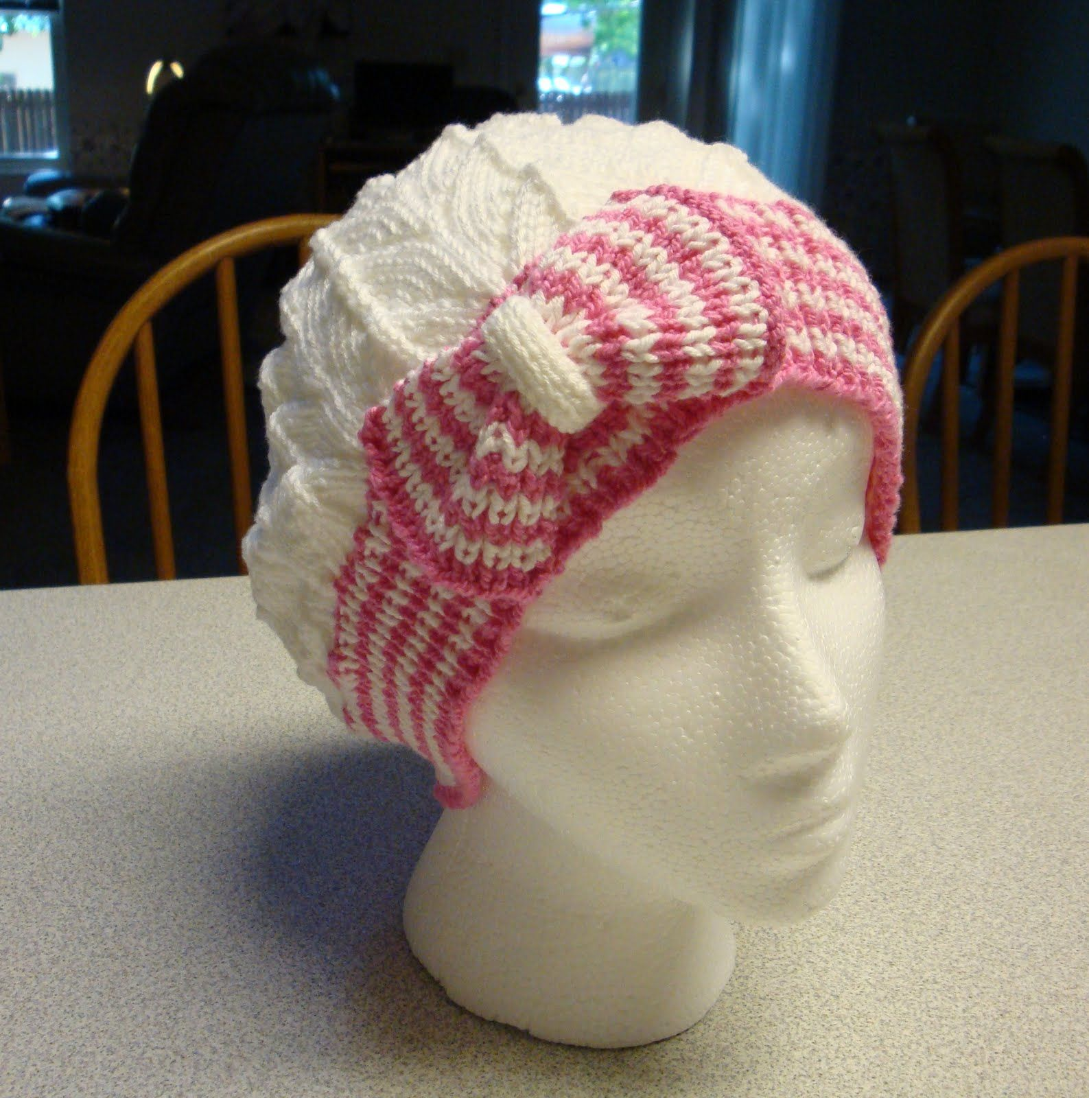 Kim\'s Knitting Korner: Cutest Hat... EVER! Bow Tie Cloche/Chemo Cap ...