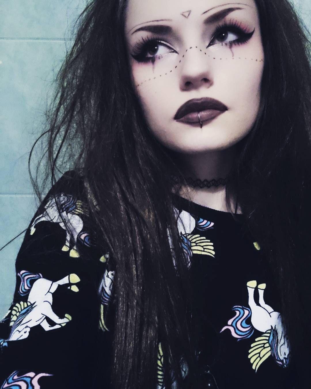 Instagram Photo By Little Witch Nov 13 2015 At 11 40pm Utc In 2020 Fasnacht Schminke Eyeliner Eyebrows