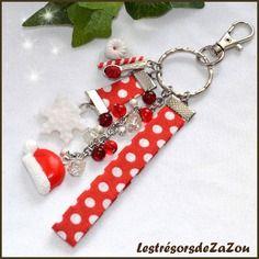 Bijou de sac, porte clefs hiver rouge et gourmand - flocon de neige, bonnet de noel et assiette gourmande.