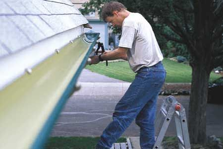 How to install rain gutters rain mary and house how to install rain gutters diy solutioingenieria Images