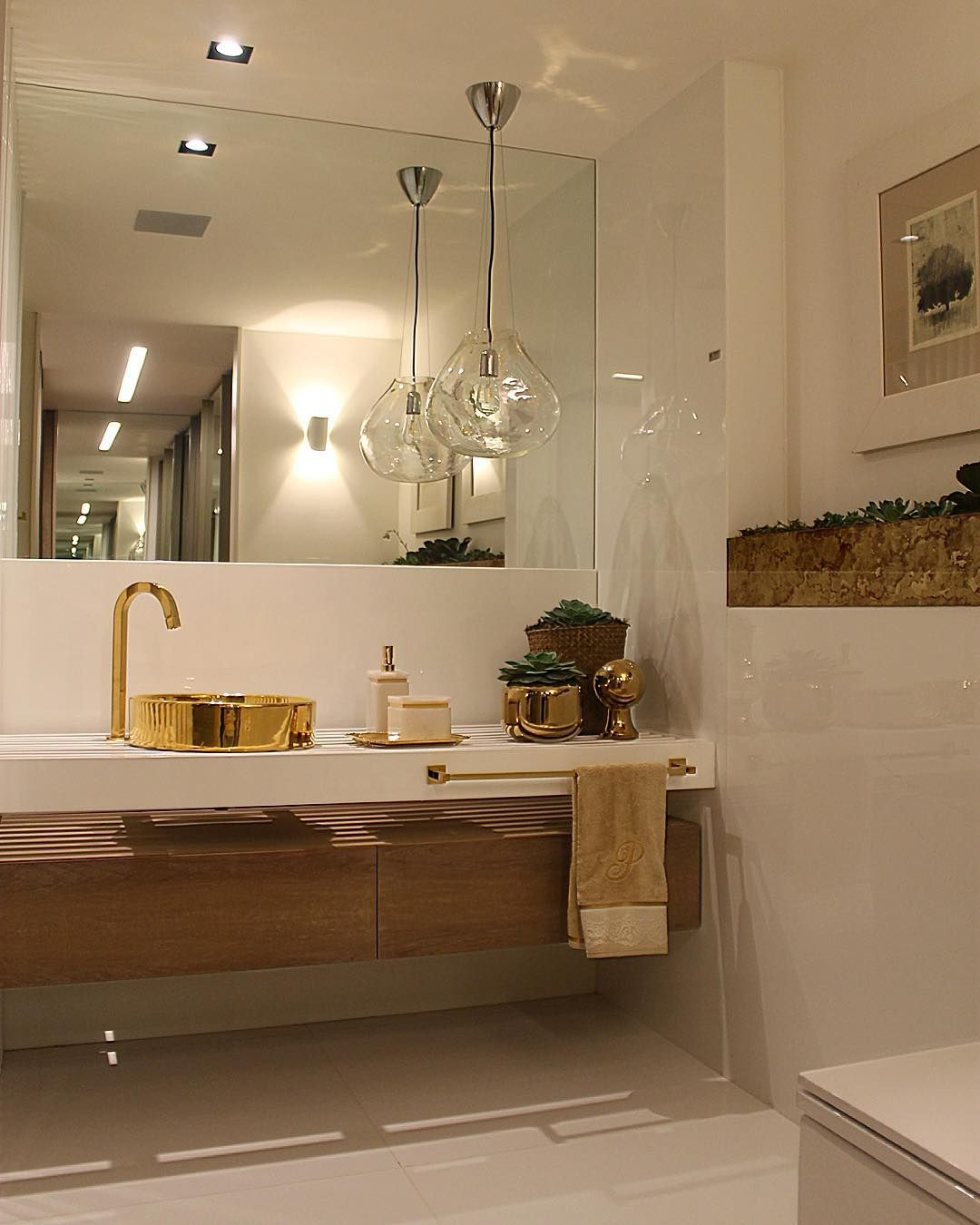 Casa Cor Brasília 2015 repare na Cuba e nos metais dourados (Deca) no banhei -> Cuba Para Banheiro Pequena