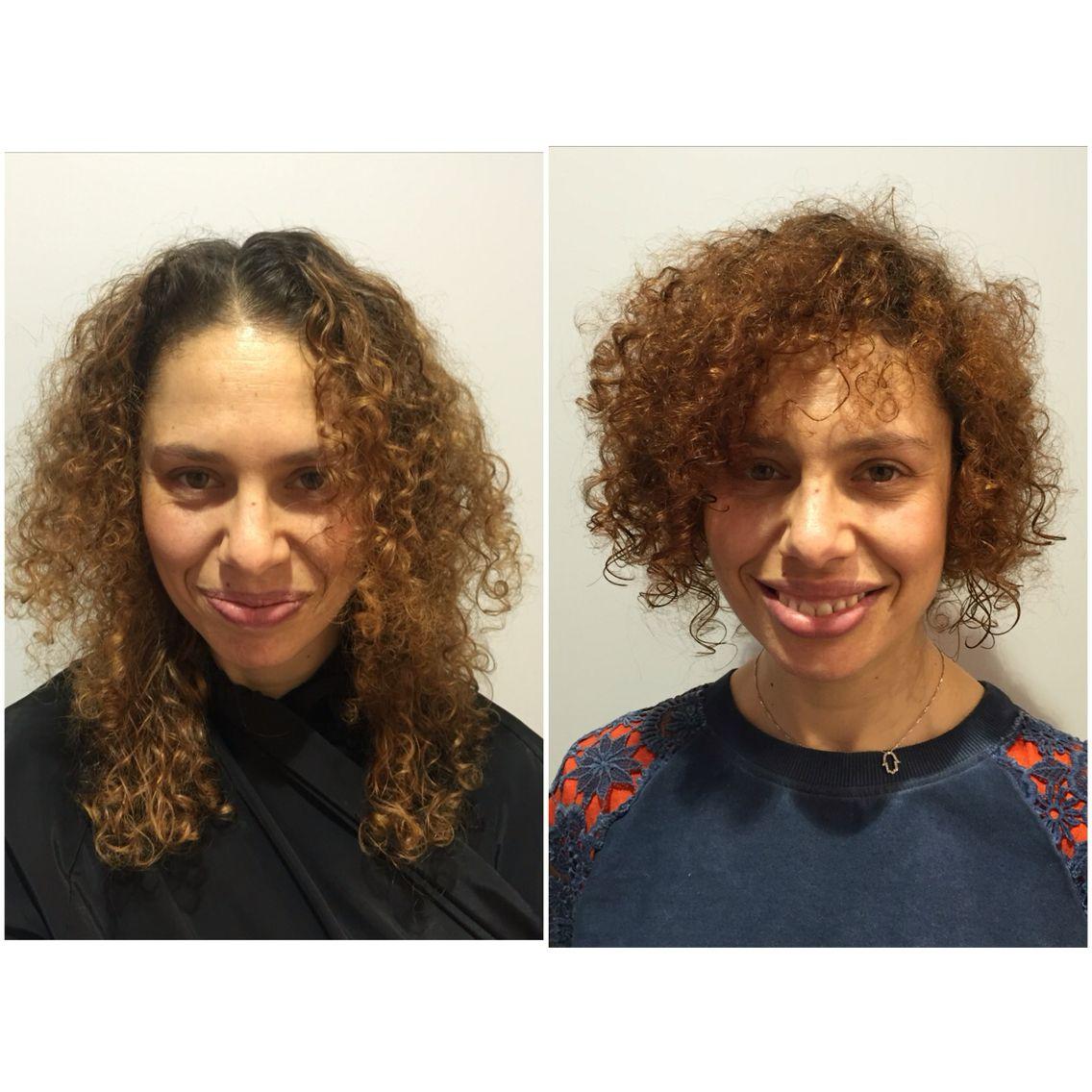 Cheveux court bouclé naturel et couleur cuivré Coupe cheveux bouclé | Cheveux courts bouclés ...