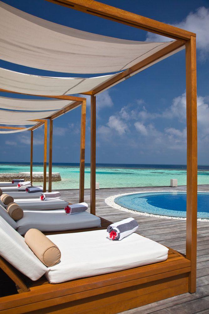تبحث عن جن ة بلا ناس تعر ف على هذه الفنادق في جزر المالديف Outdoor Bed Home Decor Outdoor Decor