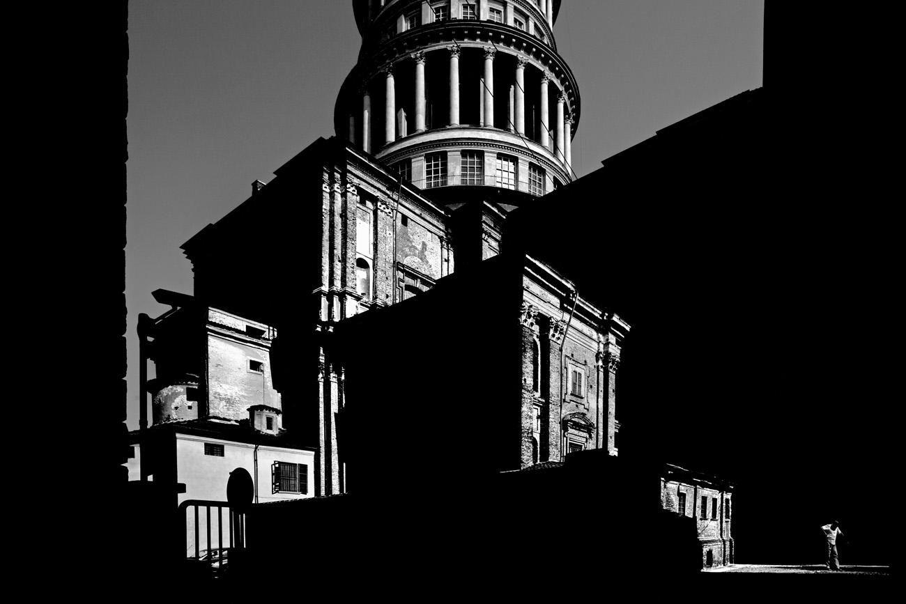 gabriele-croppi-metaphysics-of-the-urban-reality-piemontesi-7879-shadow-buildings.jpg (1300×867)