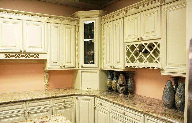 Elegant Cream Maple Glaze Kitchen Cabinets