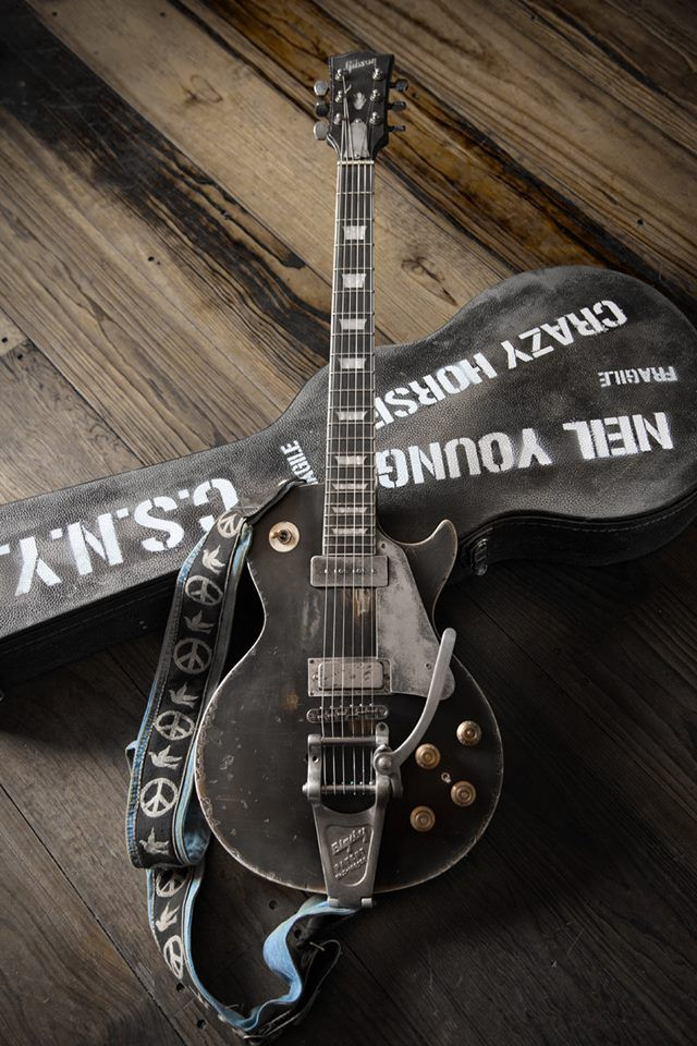 Neil old young guitar black